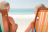 Elderly couple at the beach — Stock Photo