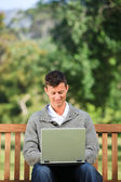 Man working on his laptop — Stockfoto
