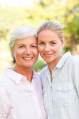 Olgun anne kızıyla birlikte — Stok fotoğraf