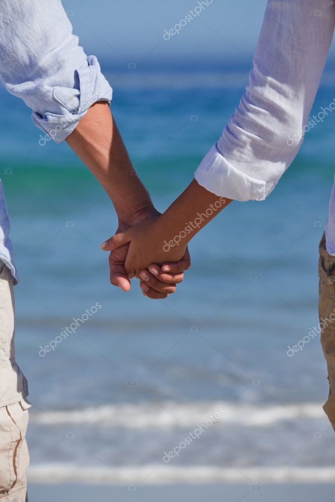 Enamored couple looking at the sea — Stock Photo #10853913