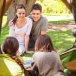 família acampar no parque — Foto Stock