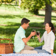 Young couple picnicking in the park — Stock Photo
