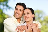 Casal feliz no parque — Foto Stock