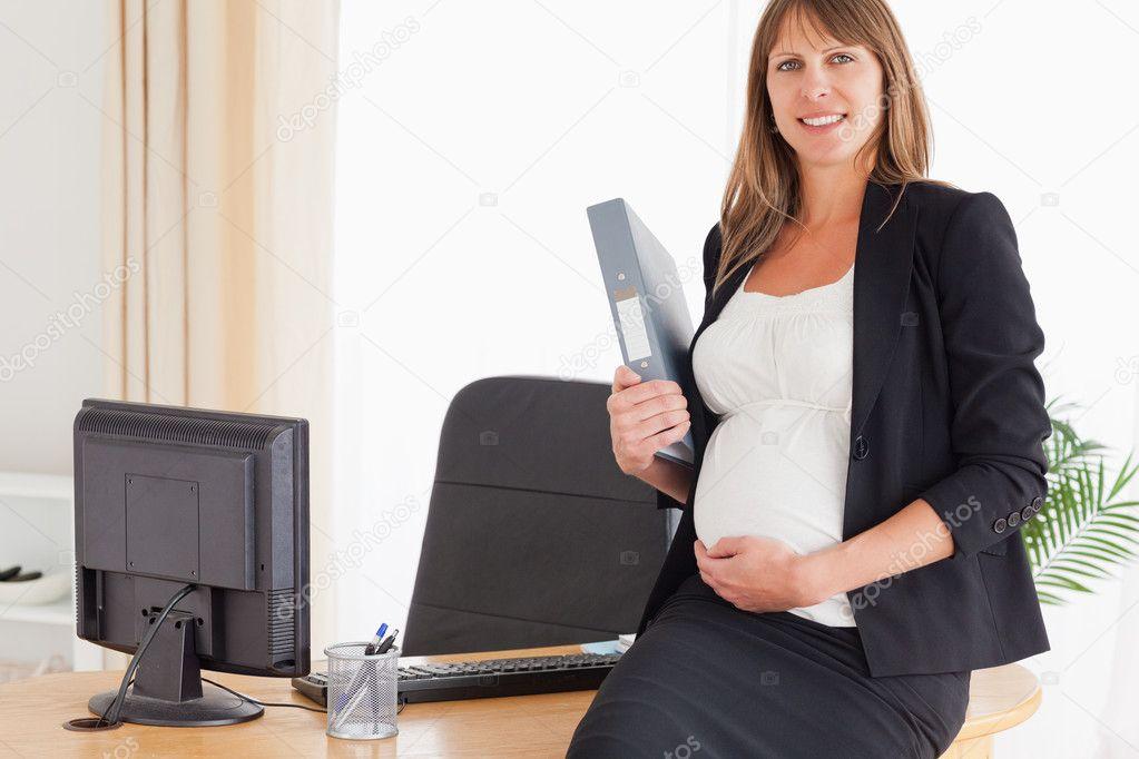Может ли работодатель уволить беременную сотрудницу