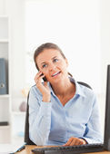 Portrait of a businesswoman speaking on the phone — Stock Photo
