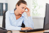 Frustrated woman looking to screen of pc — Stock Photo