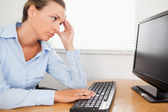 A woman looking to pc-screen in office — Stock Photo