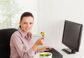 Businesswoman eats salad — Stock Photo