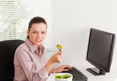 Businesswoman eats salad — Stock Photo