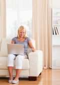 Portrait of smiling woman purchasing online — Stock Photo