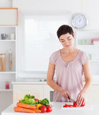 Gorgeous woman cutting vegetables — Stock Photo