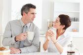 Mutlu çift kahve içme — Stok fotoğraf