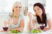 Cheerful young Women eating salad — Стоковое фото
