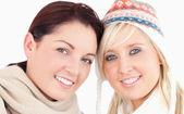 Piękne kobiety z głowy razem — Zdjęcie stockowe