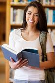 Bir kitap bir sevimli öğrenci portresi — Stok fotoğraf