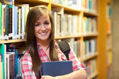 Lächelnd Studentin posiert — Stockfoto