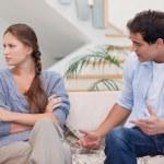 hombre discutiendo con su esposa — Foto de Stock
