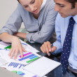 Business-Team, die Analyse von charts — Stockfoto