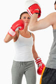 Joven mujeres practicar artes marciales — Foto de Stock
