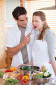 Couple enjoys being in the kitchen together — Stock Photo