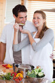 Couple enjoys preparing dinner together — Stock Photo