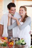 Couple enjoys preparing dinner together — Stock Photo