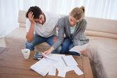 Przygnębiony para robi ich rachunkowości — Zdjęcie stockowe