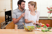 Young couple slicing vegetables — Stock Photo