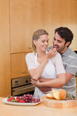 Portrait of a young couple eating fruits — Stock Photo