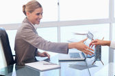 Smiling businesswoman receiving a customer — Stock Photo