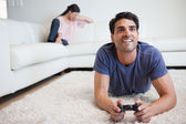 Man playing video games while his fiance is crying — Stock Photo
