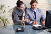 Businesswoman explaining her colleague what he has to do — Stock Photo