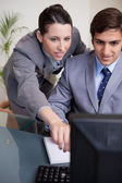 Businesswoman explaining her colleague what his task is — Stock Photo