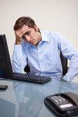 Uomo d'affari sembrano essere deluso — Foto Stock