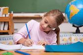 Mutlu kız öğrenci yazı — Stok fotoğraf