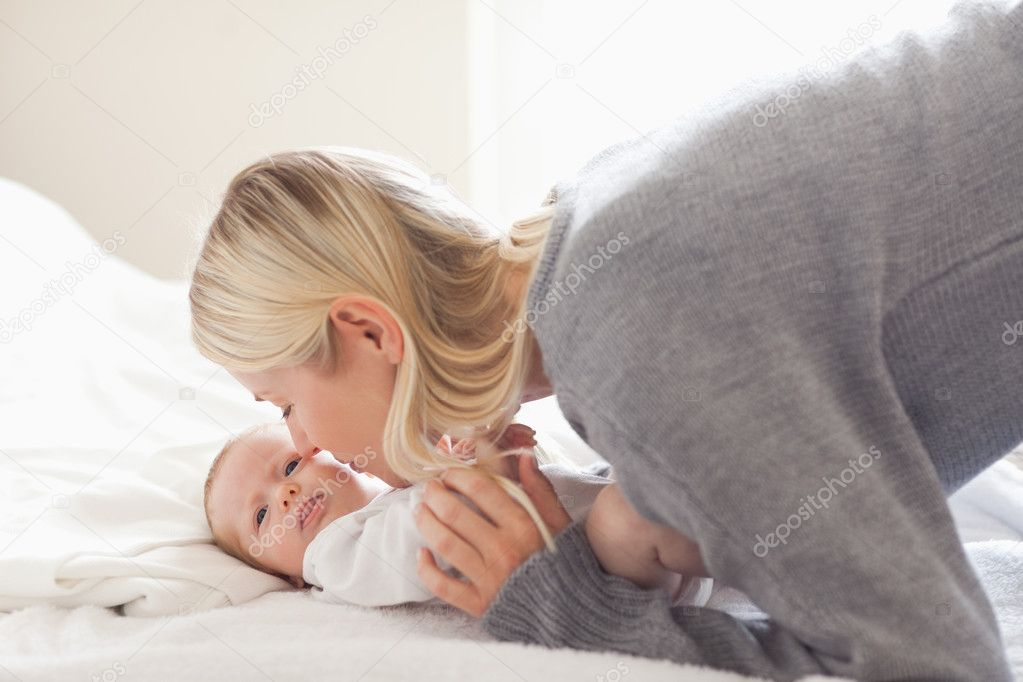 Young mom cuddling with her baby — Stock Photo #11205407