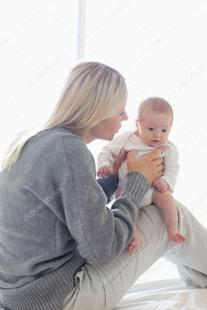 отчетность младенец сидит на коленках База отдыха