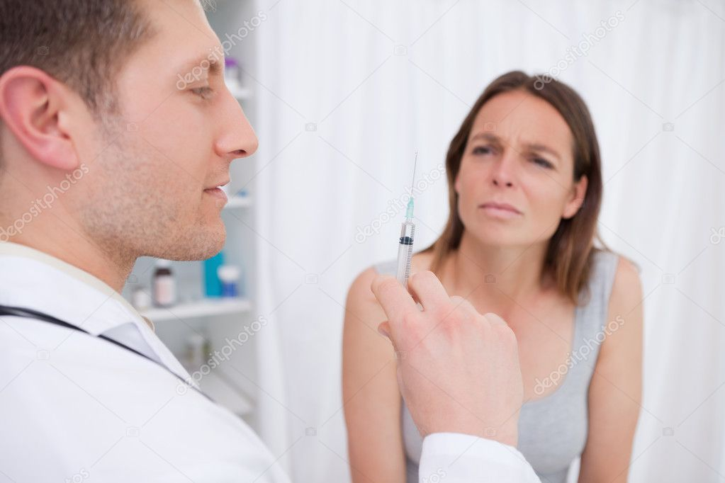 Doctor preparing injection for patient — Stock Photo #11208244