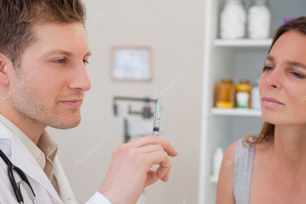 Doctor with syringe for patient — Stockfoto #11208246