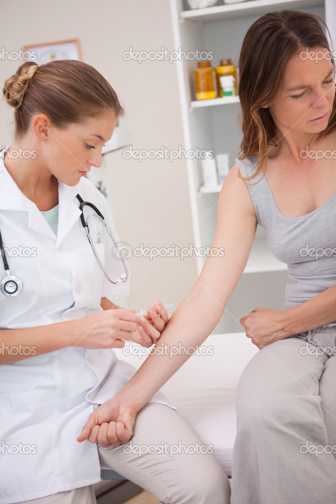 Patient getting immunization from doctor — Stock Photo #11208249