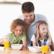 Young father with his children having breakfast — Stock Photo