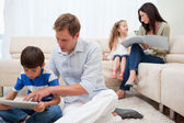 Family spending spare time in the living room — Stockfoto