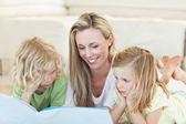 Mother reading story for children — Stock Photo