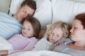 Family snoozing together — Stock Photo