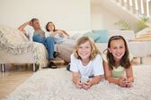 Siblings on the floor watching tv — Stock Photo
