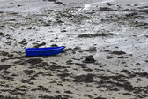 Blue boat at time of low tide, northern coast of France — Stock Photo