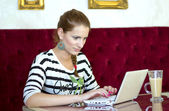 Woman in cafe with laptop — Stock fotografie