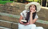 Retrato de una joven mujer feliz — Foto de Stock
