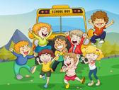 Kids and school bus — Stock Vector