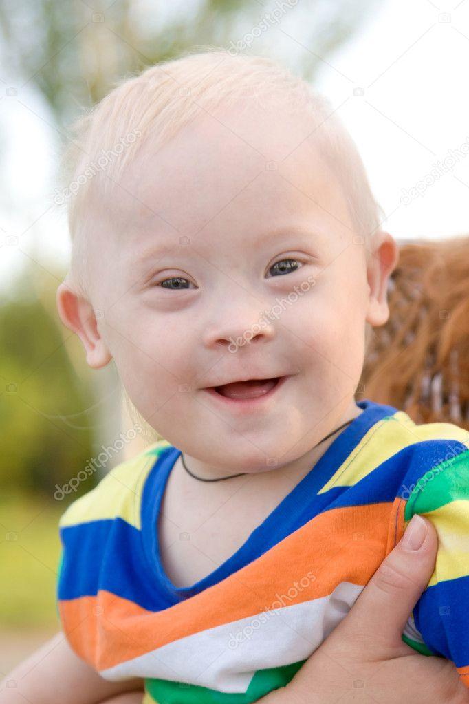 Junge mit down syndrom stockfoto vitalinka 11445489 - Baby boy versiering van de zaal ...